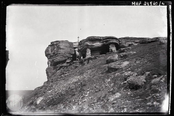 Печера в Монастирку на світлинах 1922 року