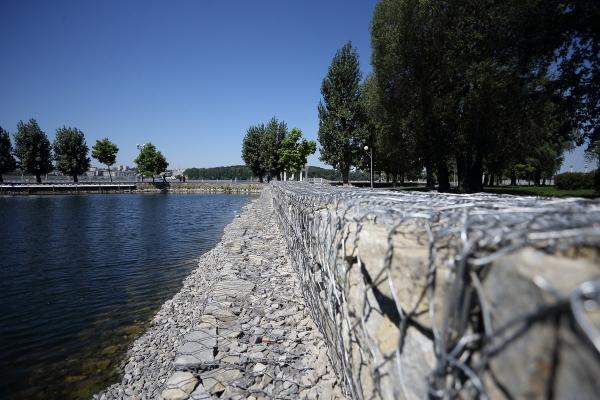У Тернополі триває реконструкція підпірної стінки на острівці Чайка (Фото)