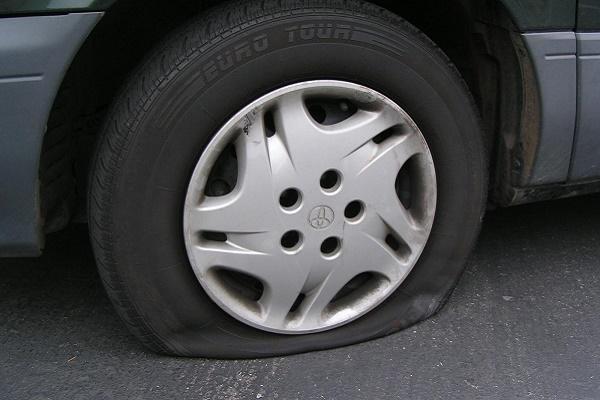 В Тернополі піймали чоловіка, який проколював колеса в автівках