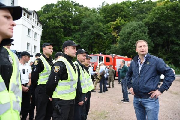 Поліцейські, медики і рятувальники готові при необхідності допомогти прочанам в Зарваниці