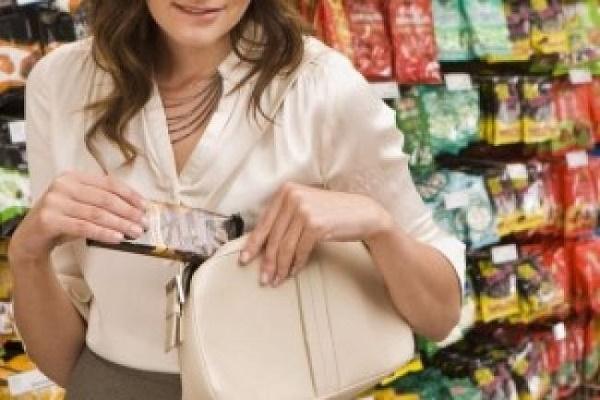 23-річна дівчина у Тернополі обікрала магазин