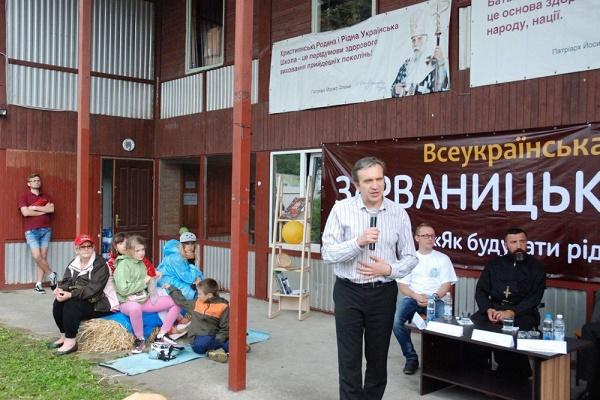 У Зарваниці відомий економіст розповів, що важливо привезти в Україну, крім дружби і грошей