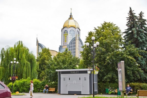 Модульну громадська вбиральня за 649 тисяч гривень прекрасно вписалася в інтер'єр міста?