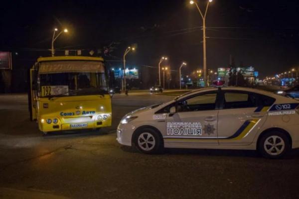 У Києві легковик влетів в переповнену маршрутку (Фото)