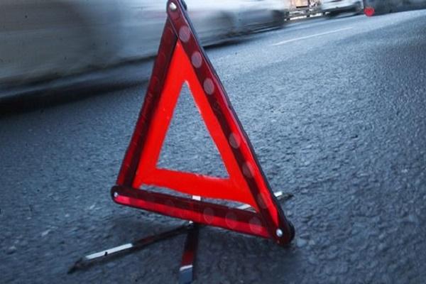 На Тернопільщині не розминулись мотоцикл та скутер: троє людей в лікарні