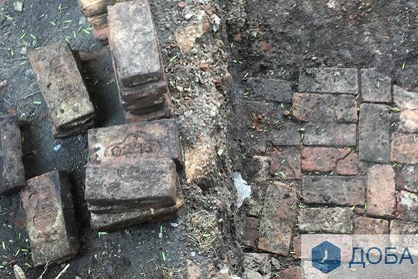 Археологи Тернополя розсекретили, що за мощення вони знайшли біля замку (Фото)