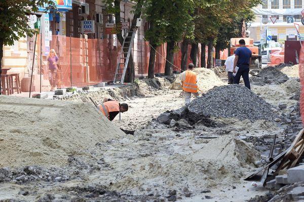 У Тернополі тривають роботи з реконструкції пішохідної алеї (Фото)