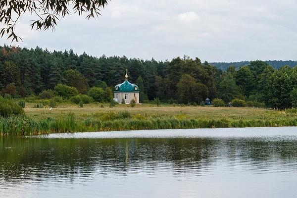 Священики УПЦ КП просять допомогти добудувати каплицю Героїв АТО у селі Лішня на Кременеччині