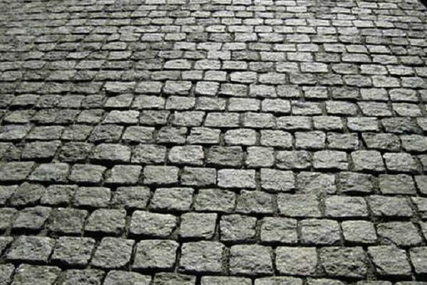 На одній з вулиць Тернополя буде гранітна бруківка