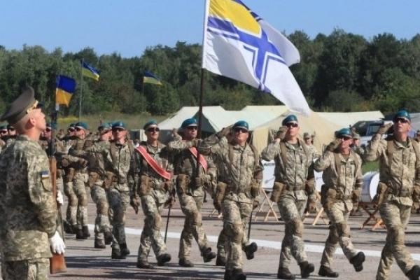Президент доручив законодавчо закріпити військове вітання «Слава Україні!»