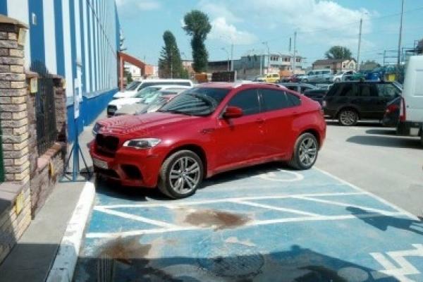 «Я паркуюсь, як мудак»: В мережі загнобили тернопільського «інваліда» на шикарній BMW