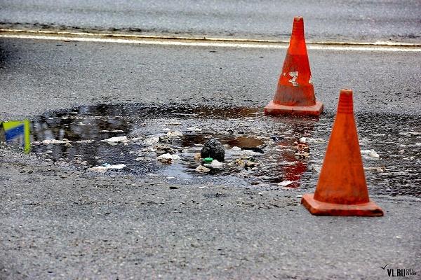 У Тернополі на Гаївському перехресті автомобіль одного з підприємств злив нечистоти