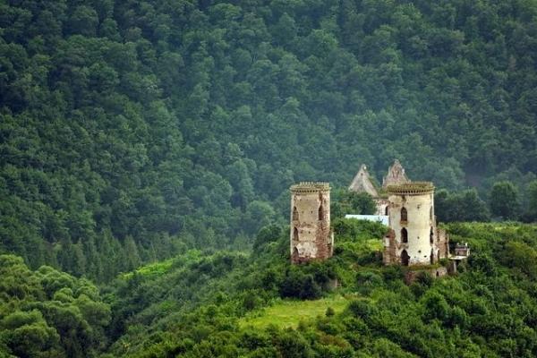 Цьогоріч замки Тернопільщини гостинно запрошують до своїх мурів
