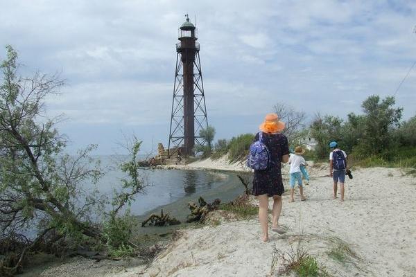 Як побачити справжню вежу Ейфеля в Україні та відпочити бюджетно на морі в серпні?