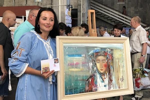 У Тернополі ввели в обіг марку з зображенням картини тернополянки Олесі Гудими (Фото)