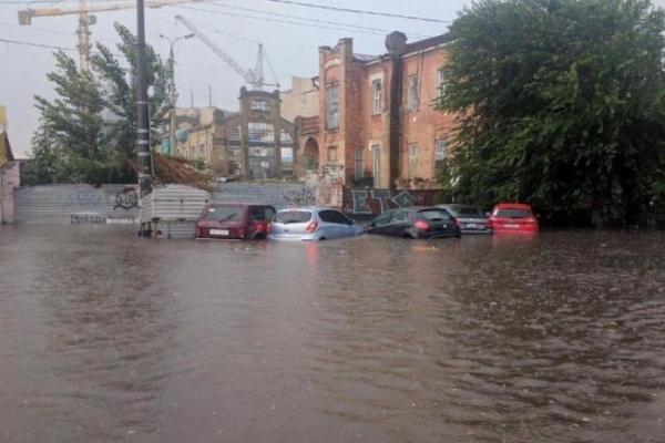 Одну з візитівок Києва стихія знищила за п'ять хвилин (Фото)