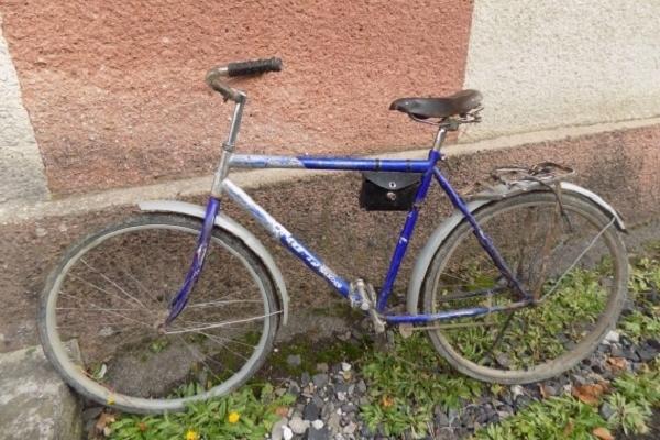 Злодій вкрав велосипед, поки власник пішов до крамниці
