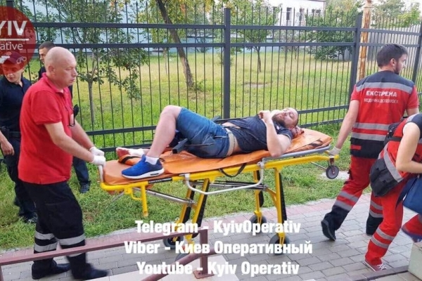 Киянин розіп'яв себе на паркані (Фото 18+)
