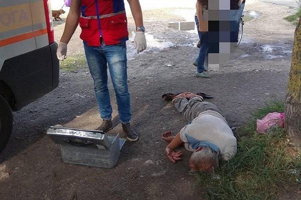 Тернопільські лікарі «швидкої» відмовились допомагати чоловікові у парку (Фото)