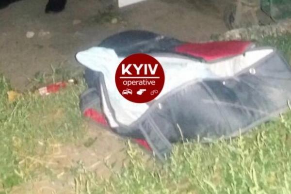 У Києві горе-матір викинула немовля у смітник (Фото)