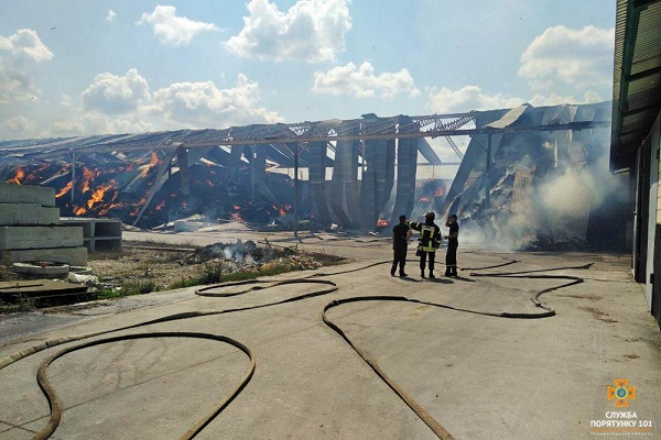 У Ланівецькому районі на території агрофірми сталась пожежа