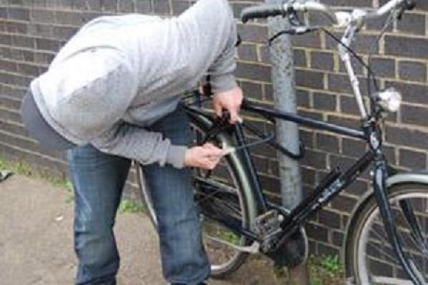 З двору багатоповерхівки у Тернополі вкрали велосипед
