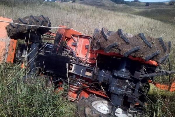 У Лановецькому районі через перекидання техніки загинув 18-річний тракторист