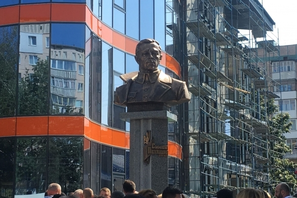 Завдяки соціально відповідальним підприємцям у Тернополі на однойменному бульварі відкрили пам'ятник Петлюрі (Фото, відео)