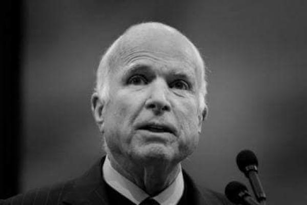 Помер американський сенатор Джон Маккейн, великий друг України