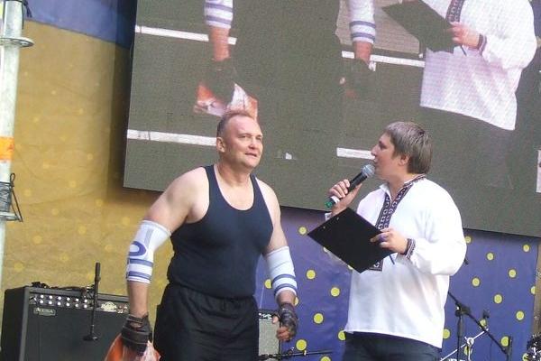 Малювали та масажували - в Тернополі встановили нові рекорди України (Фото)