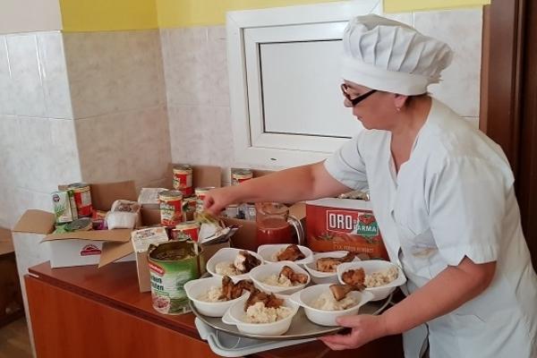 Тернопільська благодійна їдальня щодня вщент заповнена людьми