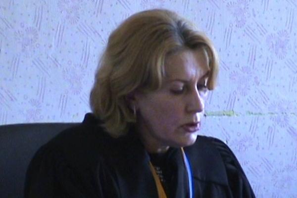 Скандальна суддя з Кременця пішла у відставку