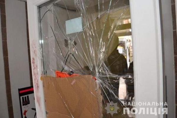 У Тернополі нетверезий чоловік скоїв дивне пограбування (Відео)