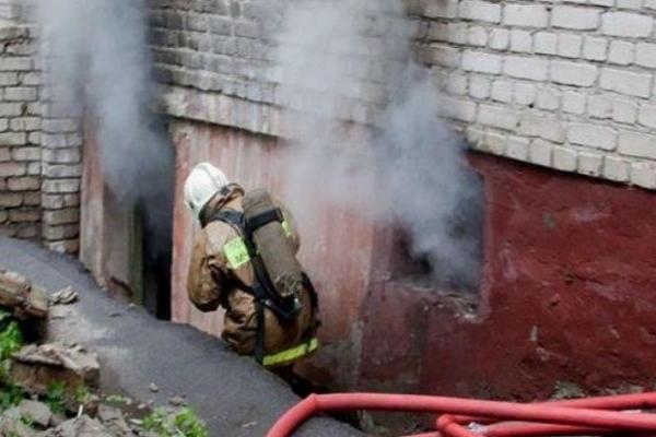 В підвалі одного з будинків у Тернополі загорілось сміття