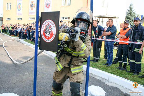У Тернополі рятувальники змагались у форматі «Firefighter Combat Challenge»
