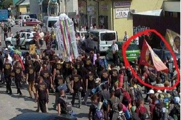 Релігійний скандал у Почаєві. Прочани несли прапор ДНР та ЛНР під час хресної ходи