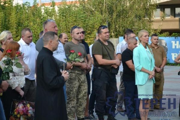 В Тернополі не всі знайшли час вшанувати полеглих героїв (Відео)