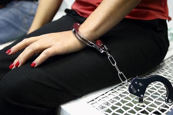 27-річну жительку тернопільщини підозрюють у грабежі