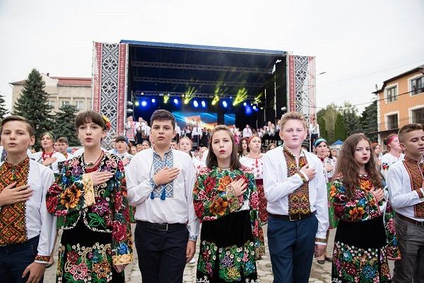 Степан Барна: Фестиваль «Борщівська вишиванка» допомагає відродити традиції та оцінити нашу самобутність (фото)