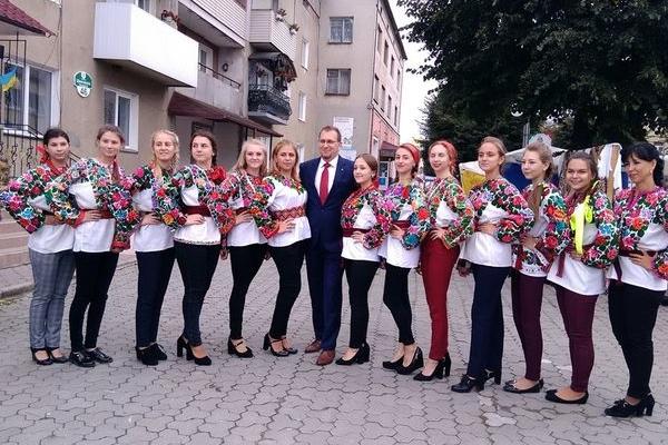 На Борщівщині пройшов фольклорно-мистецький  фестиваль «Борщівська вишиванка»