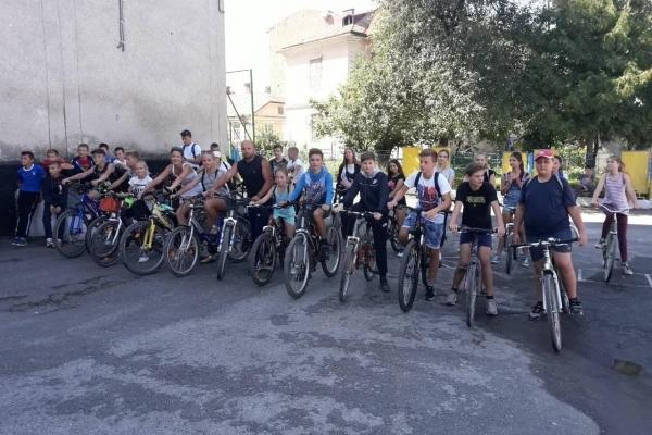У Бережанах школярі і вчителі влаштували велопробіг (Фото)