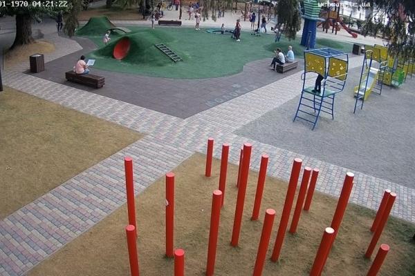 Новий дитячий майданчик у Тернополі відтепер видно у режимі онлайн