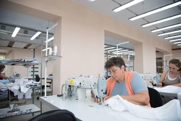 Сучасне швейне підприємство з Бережанщини експортуватиме вироби до країн ЄС (Фото)