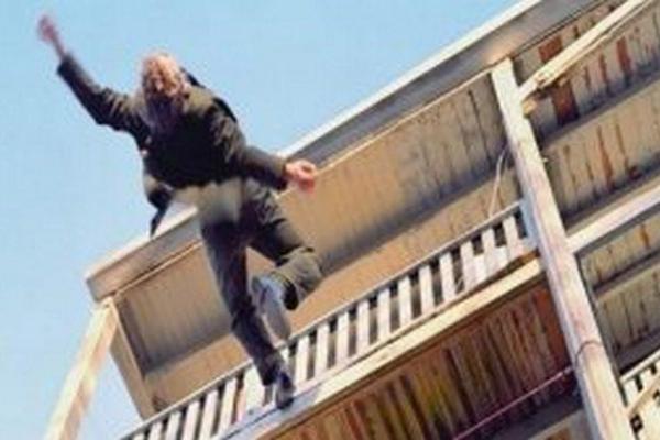 На Тернопільщині юнак впав з даху багатоповерхівки