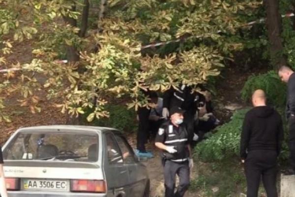 У Києві виявили мертве немовля у подарунковому пакеті (Відео)