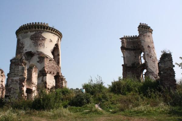 Червоногород: легендарний замок і Джуринський водоспад