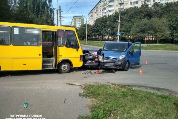 Водій Lanos'а спричинив потрійну ДТП у Тернополі (Фото)