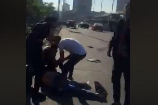 На вокзалі в Києві роми напали на поліцейського - для них інцидент закінчився смертю одного з них (Відео)