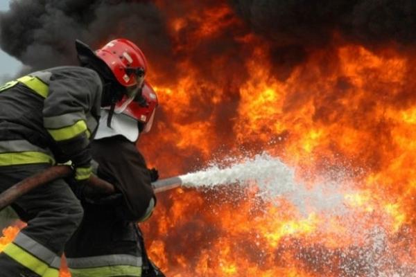На Тернопільщині через необережне спаювання трави загорілася господарська будівля