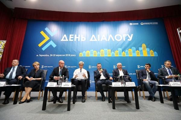 Форум «День Діалогу з владою»: У Тернополі підняли питання виживання місцевого самоврядування України